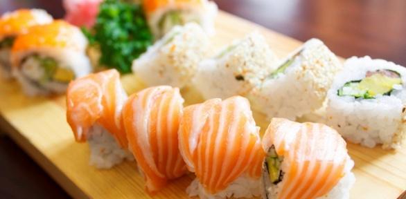 Роллы, суши инаборы отслужбы доставки «Мураками» заполцены