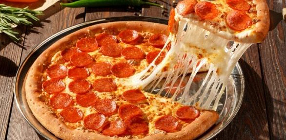 Пицца отслужбы доставки Italio заполцены