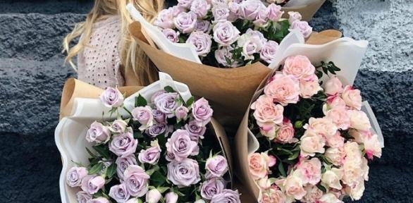 Букеты вшляпной коробке или корзине изпремиальных роз, орхидей