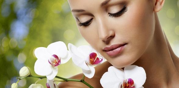 Чистка, массаж, пилинг лица или прокалывание ушей всалоне «Монро»