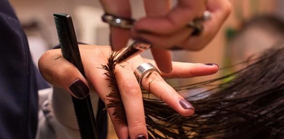 Парикмахерские услуги всалоне «Горячие ножницы»