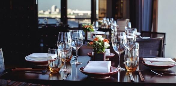 Ужин ссалатом, горячим блюдом инапитками всемейном кафе «Медальон»