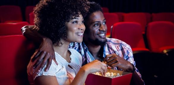 Романтическое свидание сфильмом иугощениями вкино-кафе «Черный Пистолет»