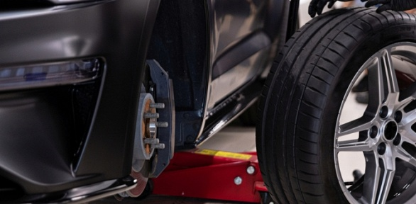 Шиномонтаж ибалансировка колес радиусом доR18в автосервисе «4на 4»