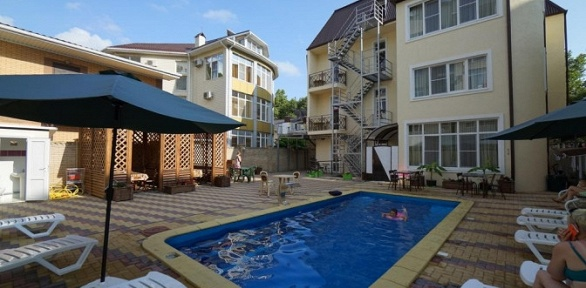 Отдых наЧерном море сбассейном всемейном отеле Grand Villa