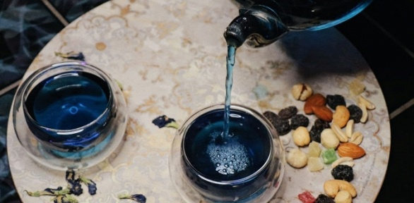 Напитки, паровые коктейли влаундж-баре «Хроники Акаши» заполцены