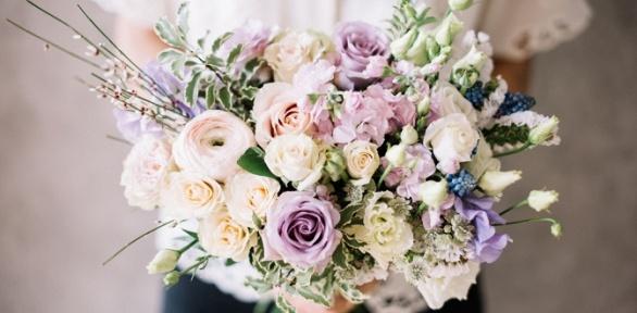 Сборный букет изсвежесрезанных цветов вкоробке