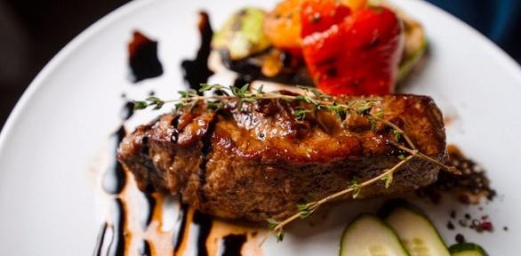 Ужин изсалата, горячего блюда и десерта вресторане «Город»