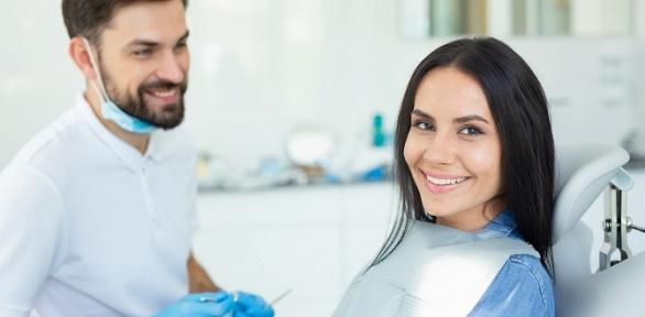 Чистка зубов, лечение кариеса вклинике Demokrat