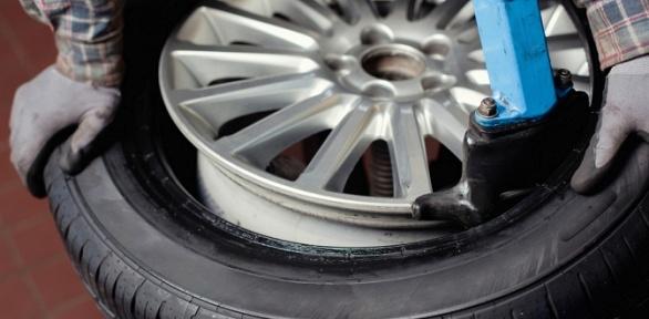 Шиномонтаж ибалансировка колес вавтомастерской PitStop