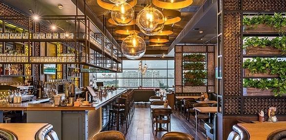 Блюда меню и пенные напитки в 2 ресторанах «Колбасофф» заполцены