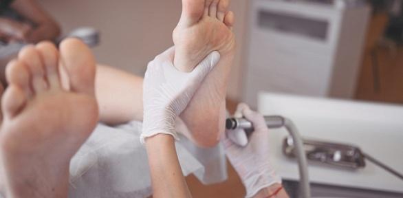 Медицинский аппаратный педикюр вклинике подологии Twenty Clinic