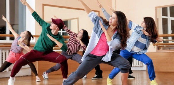 Занятия танцами втанцевальной студии IDance