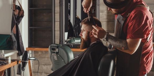 Мужская стрижка, оформление бороды, камуфляж седины всалоне «Милена»