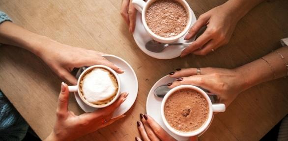 Напиток сдесертом вкофейне MBCafe