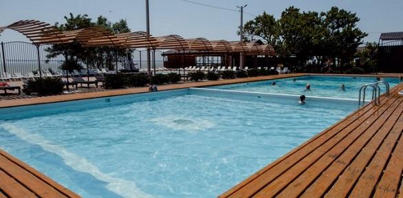 Отдых с горячим бассейном набазе «Лесная сказка»