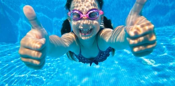 Занятия плаванием вбассейне «Маленький пловец»