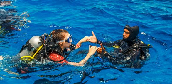 Романтическое свидание под водой вклубе «Капитан Кук»