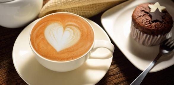 Большой кофе идесерт навыбор откофейни Coffee Time