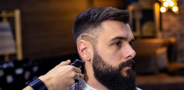 Мужская стрижка имоделирование бороды вбарбершопе Vibe