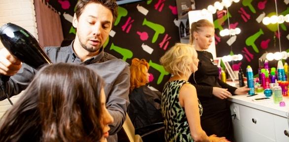 Стрижка, мелирование ипроцедуры для волос встудии «Dry Bar Бигуди»