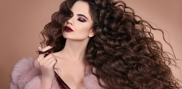 Стрижка, укладка, лечение или окрашивание волос всалоне «Александра»