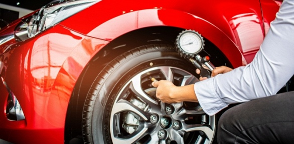 Шиномонтаж, балансировка колес автомобиля вавтосервисе MTT Auto Service