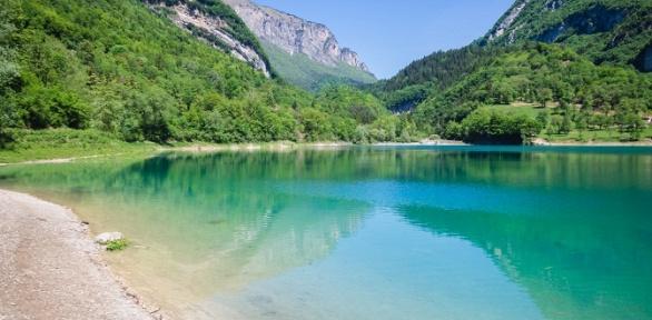 Отдых вАлтае наберегу реки Ульмень набазе отдыха «Сосновый бор»