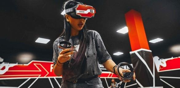 Игра вшлеме виртуальной реальности наарене Warpoint