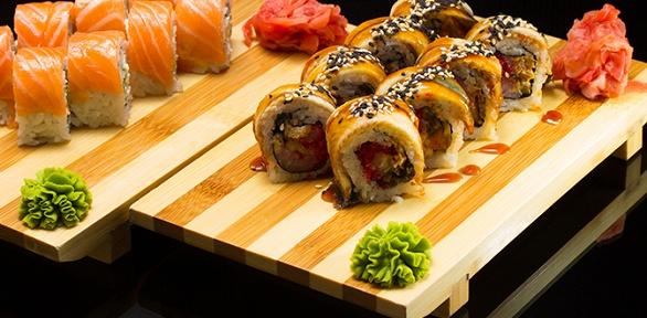 Сет изроллов отслужбы доставки «Кушай суши ипиццу» заполцены
