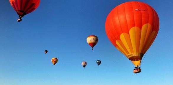 Полет навоздушном шаре сугощением, вручением диплома отклуба «Аэровальс»