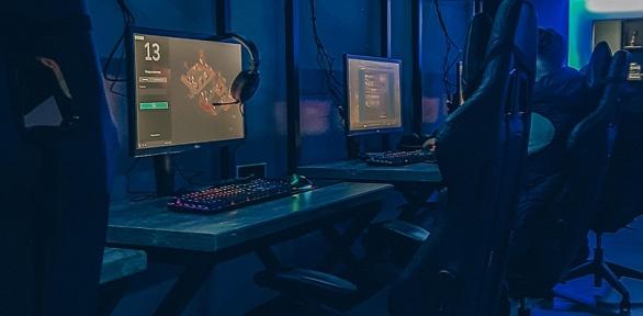 Игра вкомпьютерном клубе Born2play