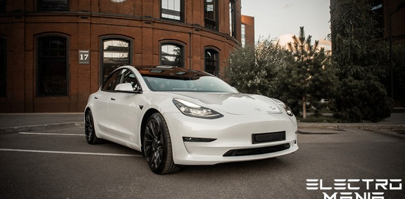 90минут аренды автомобиля «Тесла» откомпании Electro Mania