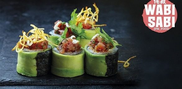Блюда суши-бара навыбор в11кафе сети «Ваби Саби» заполцены