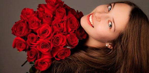 Букет изтюльпанов, орхидей, альстромерий, роз, ирисов