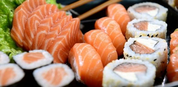 Суши, роллы от доставки «Сушинка» за полцены