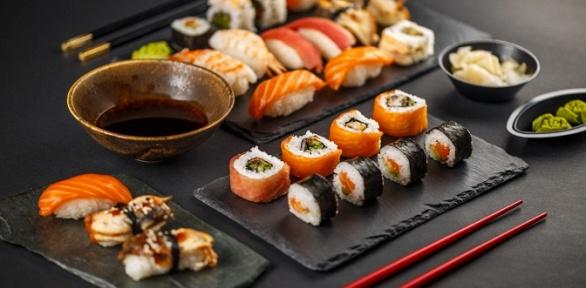 Роллы, сеты, суши игунканы отслужбы доставки Sushi Club