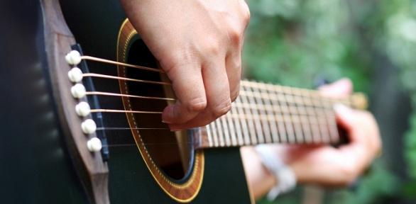 Занятия поигре нагитаре, бас-гитаре либо укулеле вStudio Sergio