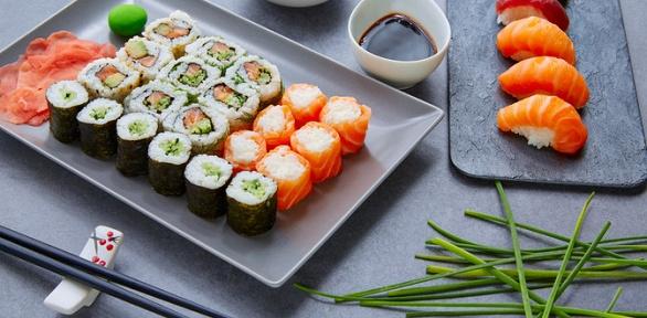 Меню японской кухни отслужбы доставки Grill&Roll's заполцены