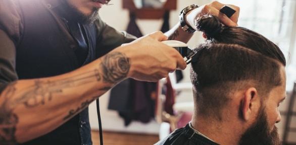 Стрижка, моделирование бороды, бритье вбарбершопе «Сорока»