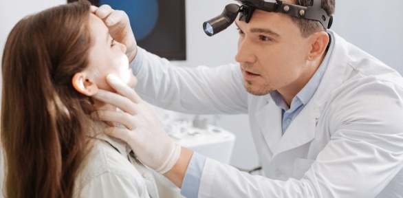 Обследование уврача-отоларинголога вмедицинском центре «Киндер-Мед Плюс»