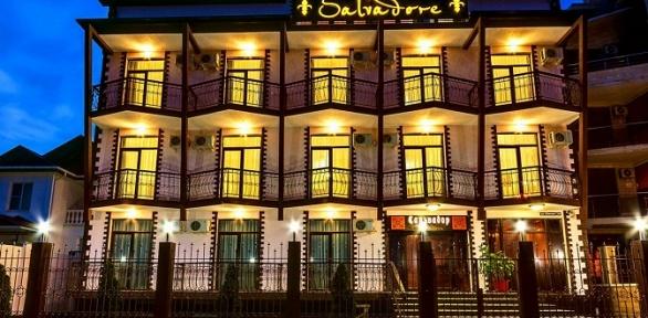 Отдых наберегу Черного моря сзавтраком вотеле «Сальвадор Holiday Hotel»