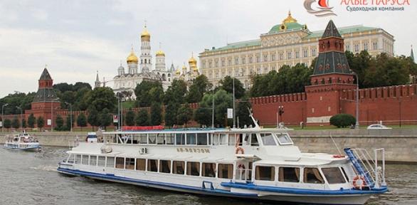 Прогулка натеплоходе поМоскве-реке отсудоходной компании «Алые паруса»