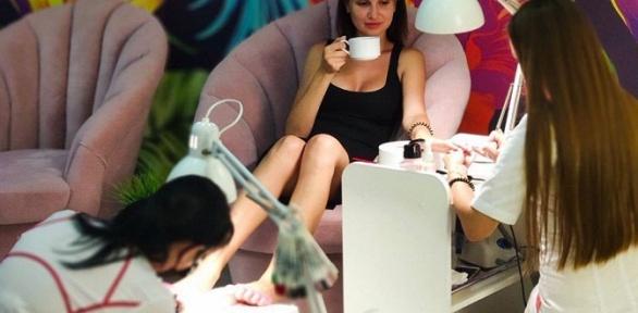 Аппаратный маникюр ипедикюр спокрытием всалоне Bloom Beauty Studio