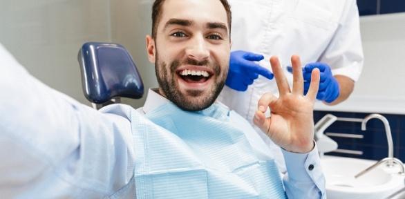 Чистка зубов, лечение кариеса встоматологии «Жемчуг»
