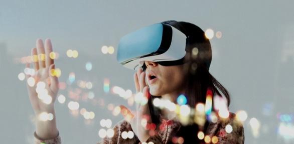60минут игры вшлеме HTC Vive вклубе виртуальной реальности RoundVR