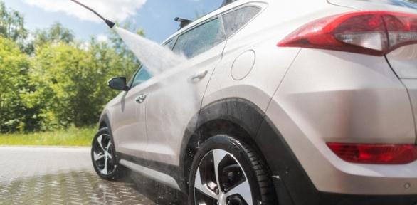 Мойка, покрытие гидрополимером кузова автомобиля откомпании «Блеск Авто»