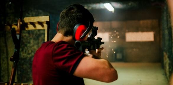 Стрельба изоружия встрелково-спортивном клубе ДОСААФ России