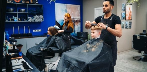 Стрижка, бритье опасной бритвой или оформление бороды вбарбершопе Hestory