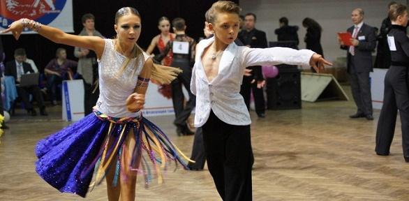 Занятия спортивно-бальными танцами вклубе «Гармония»